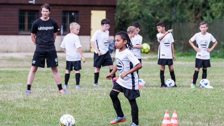 stage football parisien bretagne enfant